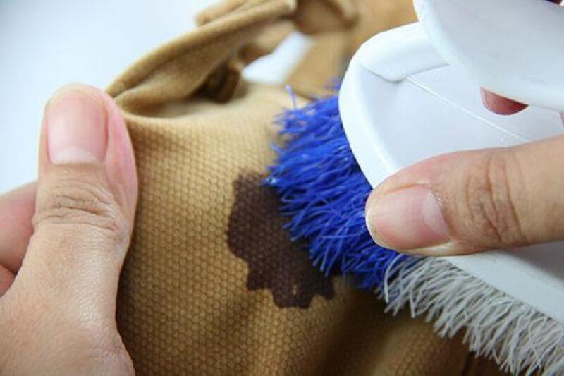 Как вывести старое пятно от масла с одежды в домашних условиях фото